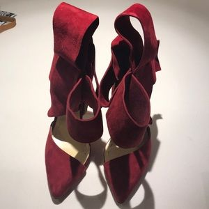 Aminah Abdul Jillil Shoes - Bow pumps in red suede